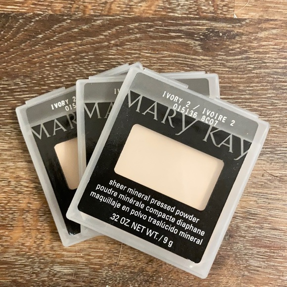 Mary Kay Sheer Mineral Pressed Powder in Ivory2